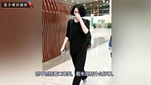 王菲春光满面独自走机场,一身黑色打扮走路带风,哪像50岁的人