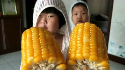 孩子们居然这么喜欢吃玉米