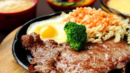 吃牛排时餐盘内总是有生鸡蛋呢?西餐大厨教你牛排的正确吃法!