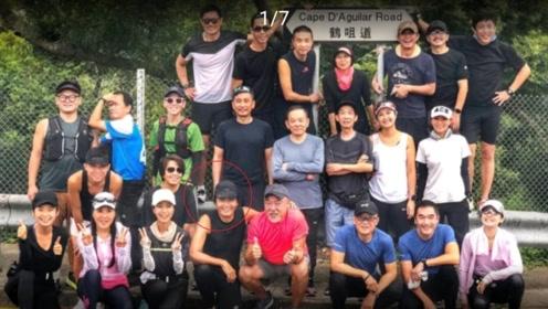 周润发中秋节带队去爬山,同为64岁的周润发和米雪竟有CP感