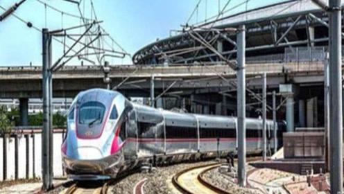 中国游客坐日本高铁,却惊讶的直言道:这跟我们高铁怎么不一样