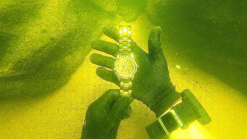 小伙潜水时找到一块手表,一看之下才知道这次惊喜不小