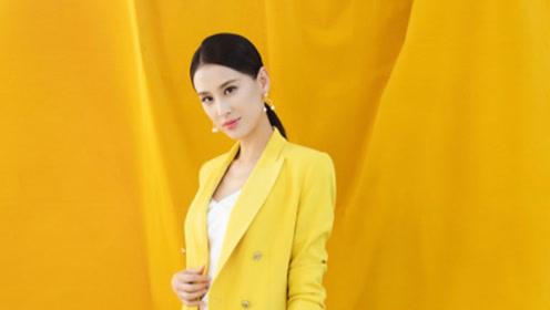 黄圣依穿黄西装优雅不失活力, 配珍珠耳环高贵大气