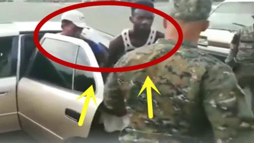 非洲交警例行检查,拦下一辆轿车后,结果下来二十多人!