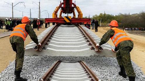 为何火车下面一定铺碎石头,高铁却不用?原来这么多门道!
