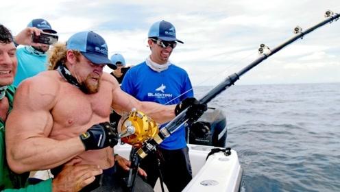 300斤的壮汉累成这样,这鱼到底有多大?看完真被吓一跳!