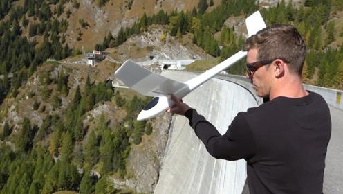 老外将网红飞机从大坝丢下,下秒现象神奇了,网友:能玩一整天