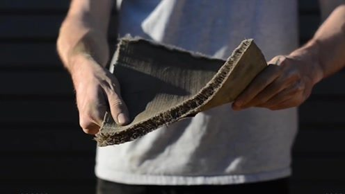 大叔发明水泥地毯,有望减少河道水分流失,铺设成本将降低一半