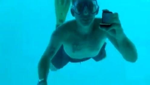 女子水下被求婚泪崩 下一刻却浮上男友尸