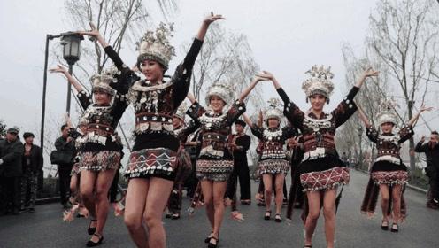 """中国最""""开放""""的民族,女子短裙只有5寸长,这是怎样的习俗?"""