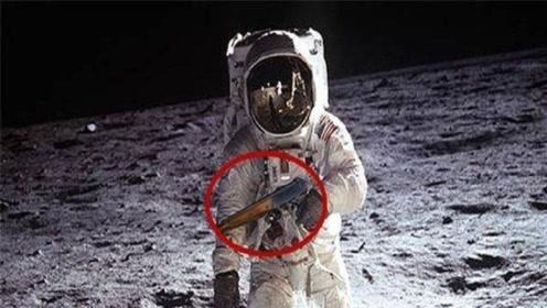 美国宇航员上天带刀,俄罗斯随身拿枪,我国宇航员呢?