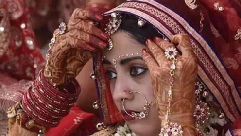 """为何在印度贫民窟,女人住着破房子,却几乎都在""""穿金戴银""""?"""