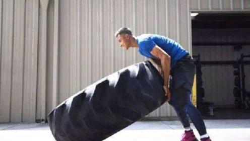 """NBA球星都爱扛轮胎?阿联和詹皇同款尺寸,周琦像在""""滚铁环"""""""
