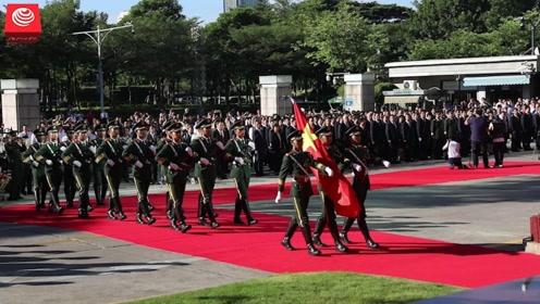 我市举行庆祝新中国成立70周年升国旗仪式