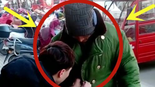 流浪汉寒冬街头穿单衣闲逛,小伙送上大棉衣,暖心画面让人落泪!