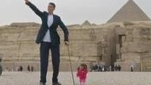 世界最高的男人和最矮的女人在埃及相遇,身高差太萌,背景太美
