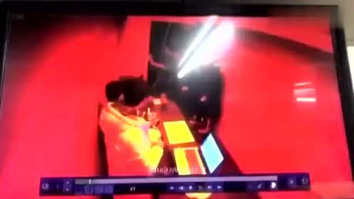 李胜利夜店派对监控曝光!有个女生被下药了,然后被强行拖走