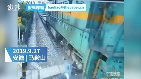男子骑电动车与火车相撞后昏迷不醒