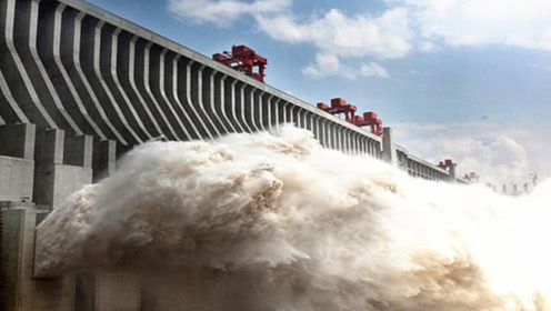 中国三峡大坝开闸泄洪,为何要把水喷向天空?工程师智慧令人佩服