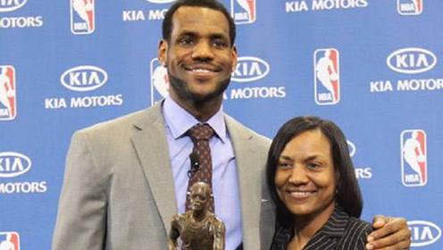 """NBA第一""""孝子""""詹姆斯,却在场边和母亲对骂?狼王都看懵了!"""