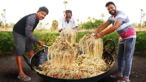 印度大户家庭吃面真疯狂!一次炒数百斤,一大锅都装不下!