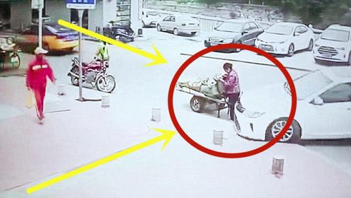 路边阿姨正在摆摊,女司机直接撞向她,阿姨当场死亡!
