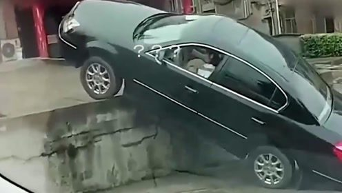 """视频车:我就静静的看着你""""装"""",你咋不上天?黑车:别拦我!"""