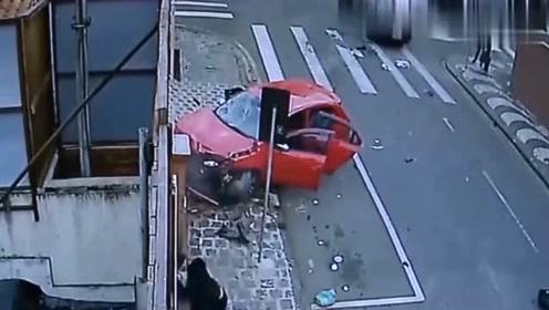 超速的摩托车遇上司机,要不是监控,都不知有多可怕