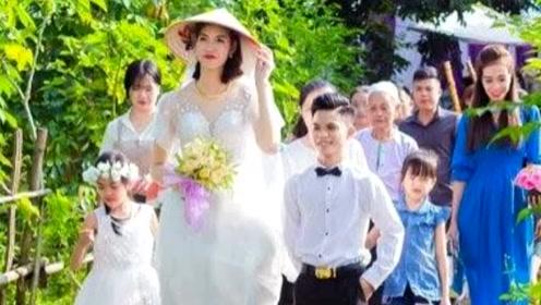 小伙身高1米4 娶了个老婆将近2米高