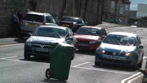 给垃圾桶装个马达,然后去大街上溜达,会发生什么事