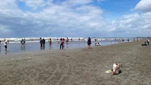 世界罕见的黑金沙滩就在我国广西,长达5.5公里,具有美容功效