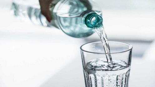 地球上的水,几亿年都没有过期,为什么放到瓶子里就有保质期了?