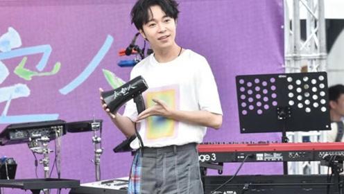 吴青峰首次个唱前一个月做小手术 告粉丝不要担心