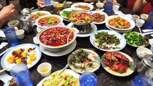 饭店离职员工透露:饭店吃饭3种菜切记别点,员工自己倒掉也不吃