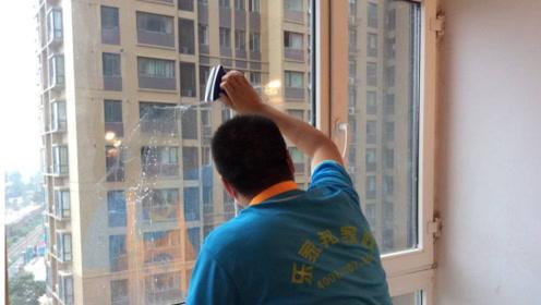 擦玻璃时最好别只用水,从家政公司那偷学了几招,死角都干净明亮