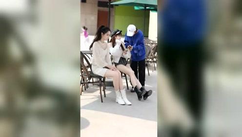 这朋友是没看到左边的小姐姐吗?如果是你,你会选哪个?
