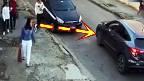 看到女子把包扔进车里,不知道的还以为遇到了熟人!
