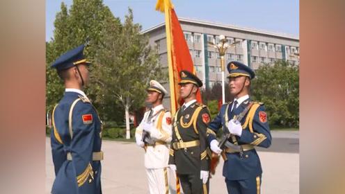 泪目!仪仗队员为阅兵延迟退伍 最后一次在天安门广场执行升国旗任务