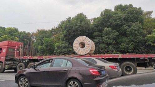 无锡高架桥侧翻事故后 现在货车只拉一卷钢材