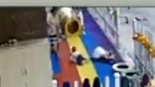 坠楼者砸中地面女子双双身亡 一旁幼童与死神擦肩目睹全程