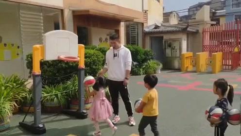 """幼儿园体育老师专毁孩子的篮球梦,成为全校""""扛霸子"""""""