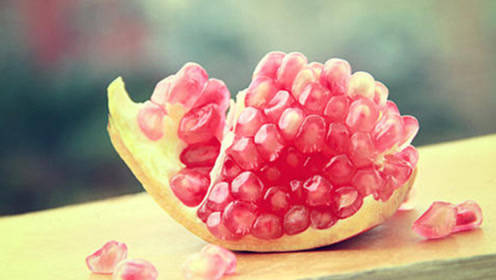 倍儿健康:石榴酸甜可口抗氧化 那吃石榴到底要不要吐籽呢