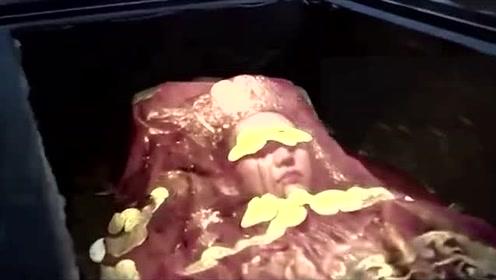 """内蒙修水库挖出""""黄金尸体"""",陪葬物用途让人恶心,直指墓主死因"""