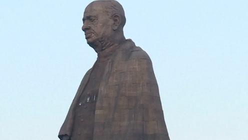 """印度民众疯狂""""追星"""":花30亿打造偶像雕像,成为当地最具有标志性的建筑"""