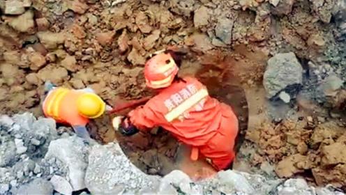工地突发二次塌方!消防员用自己的身体护住被困者