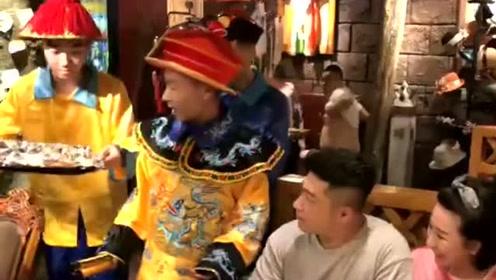 皇帝:不好意思刚穿越过来,手法有点生疏,以后记得常来!