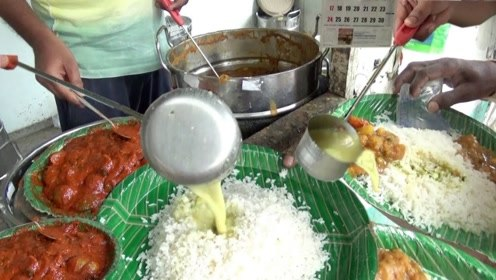 谁说印度小吃不干净的?看看这个印度街头手抓咖喱饭,干净的很!