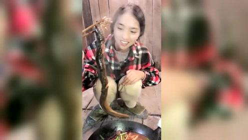 自己做的黄鳝火锅太好吃了!