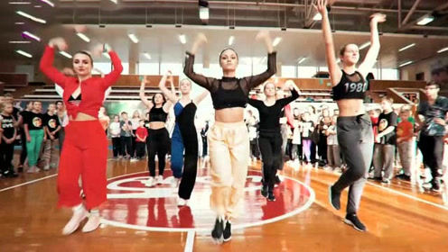 气场真霸道!刚入学的俄罗斯小学妹,跳完这支舞直接出名了