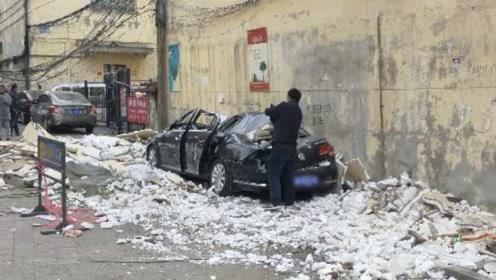 墙皮脱落砸瘪私家车,物业:走法律程序